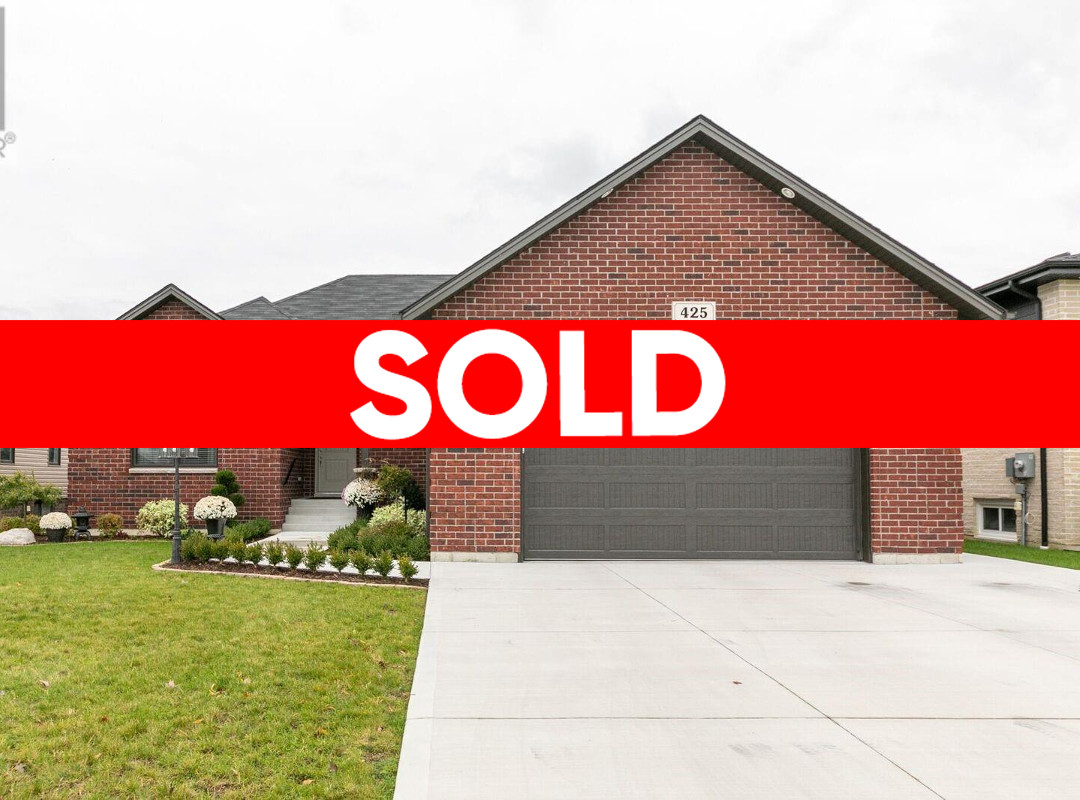 425 Old Colony Trail, Amherstburg Home for Sale!
